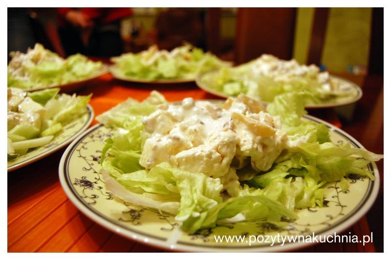 Sałatka orzechowo-serowa z selerem naciowym