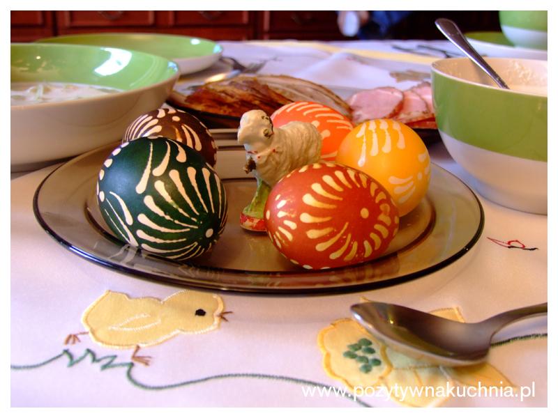 Wielkanocne pisanki malowane woskiem