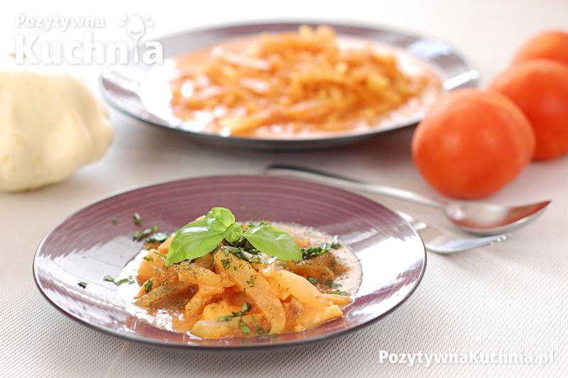 Duszony patison w sosie pomidorowo-śmietankowym
