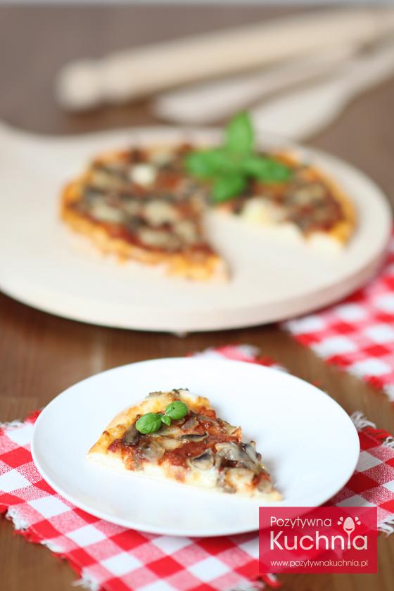 Kawałek pizzy z pieczarkami