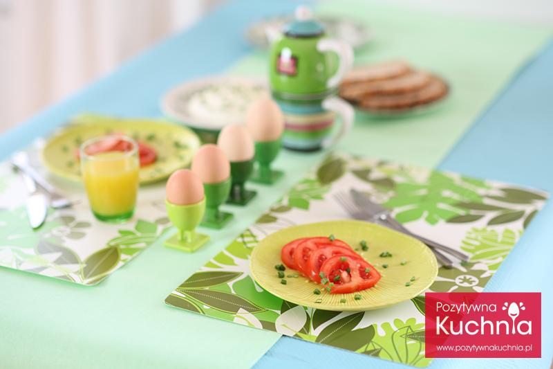 Stół wiosenny śniadaniowy