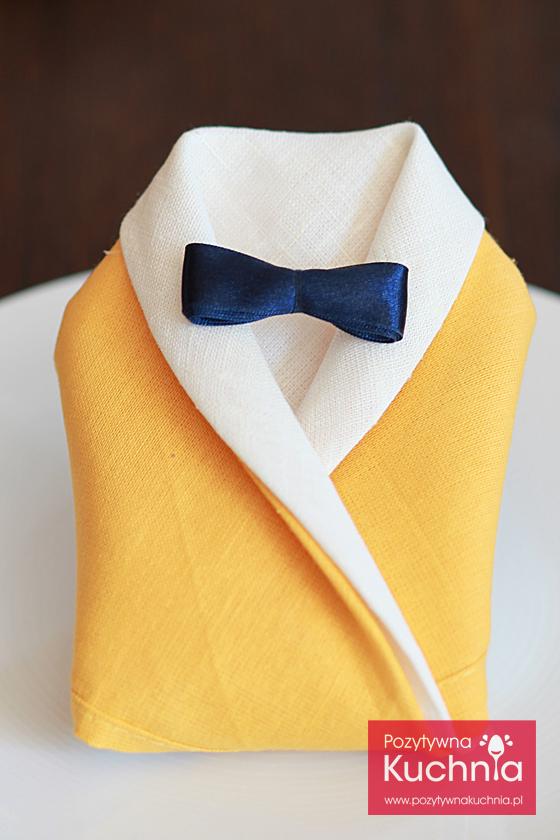 Jak złożyć serwetkę w garnitur