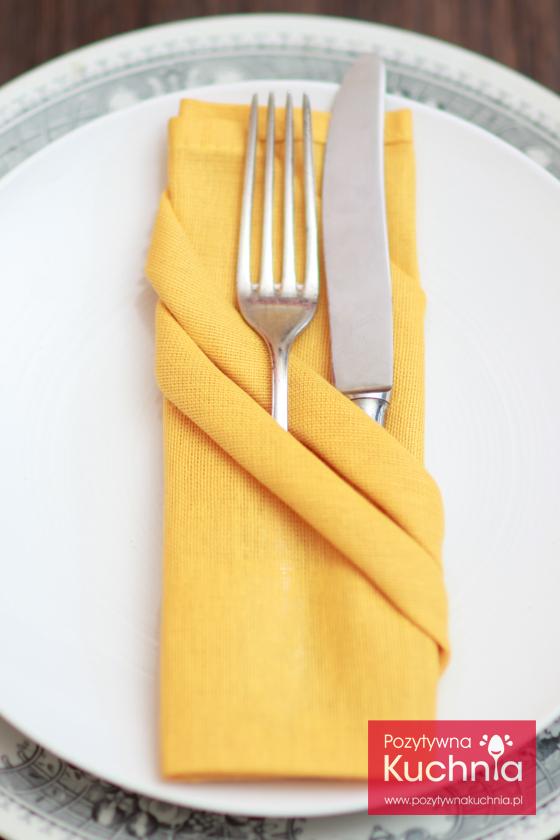 Składanie serwetki z ukośnymi kieszonkami