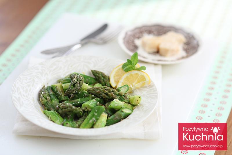 Szparagi cytrynowe z parmezanem