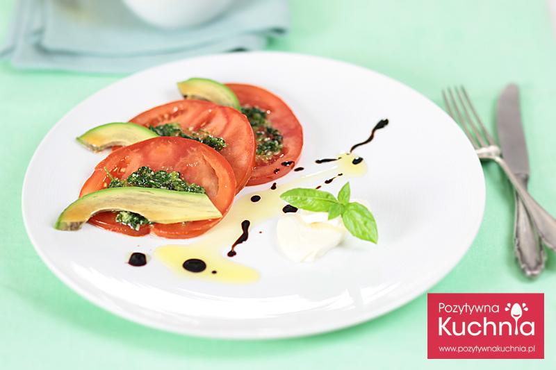 Sałatka z pomidora, awokado i pesto bazyliowego