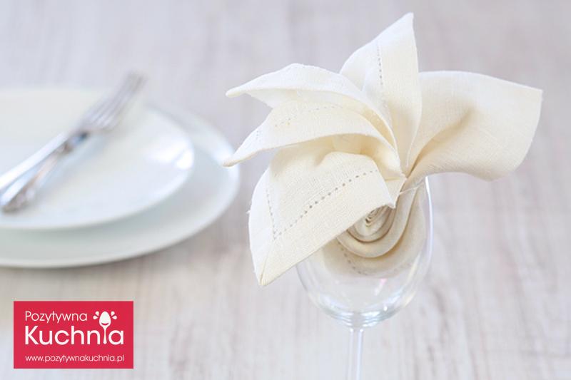 Serwetka - lilia w kieliszku