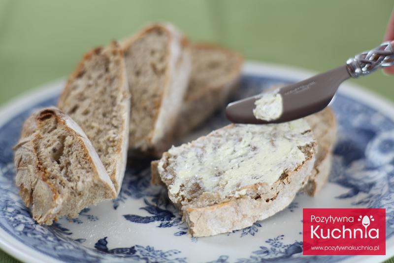 Chleb z masłem