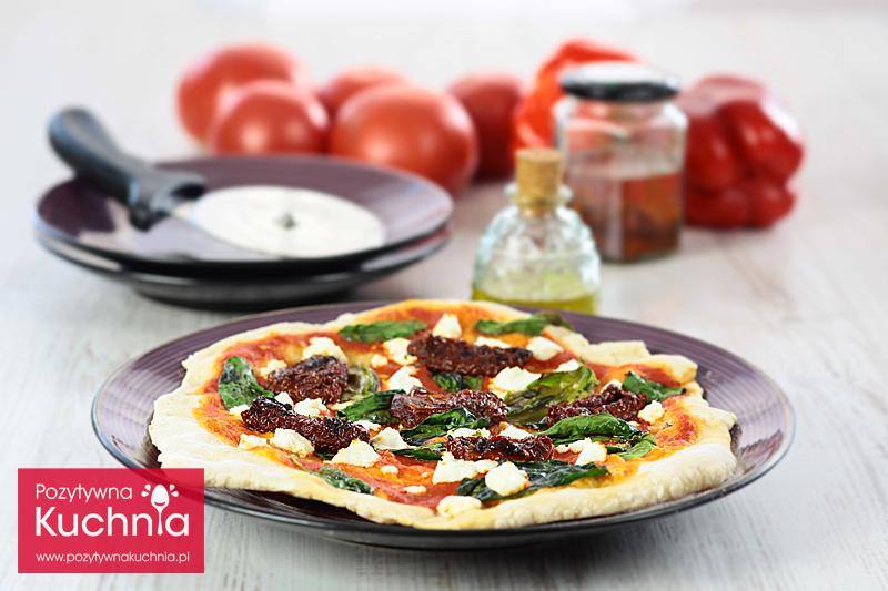 Pizza ze szpinakiem i suszonymi pomidorami