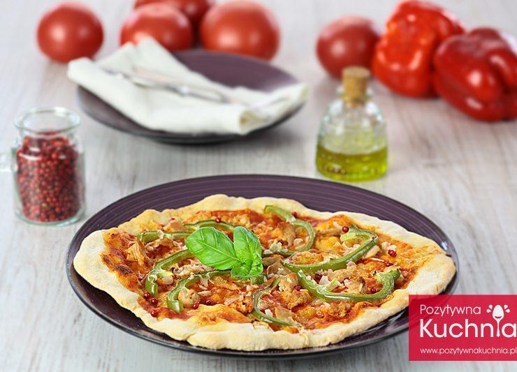 Pizza z kurczakiem i zieloną papryką