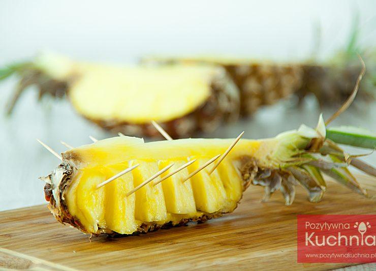 Dekoracyjne podanie ananasa