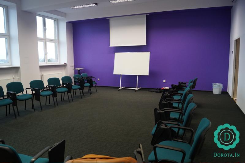 Sala szkoleniowa - z dobrym tłem do filmowania :)