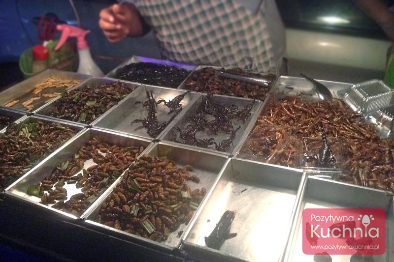 """Owady, insekty i inne """"robaki"""" do jedzenia w Bangkoku"""