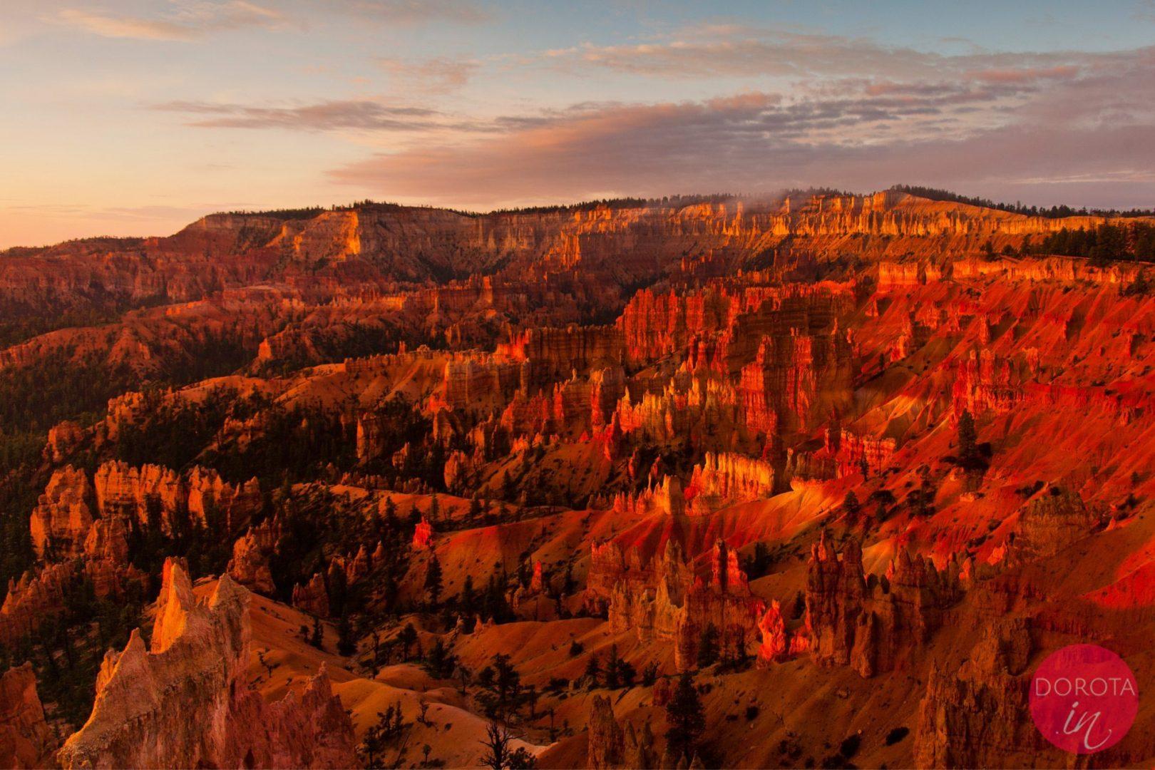 Bryce Canyon w USA o wschodzie słońca