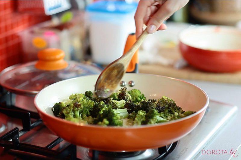 Makaron z brokułami - przepis - krok 2