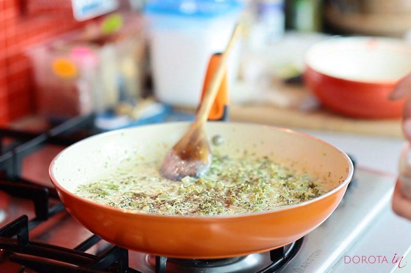 Makaron z brokułami - przepis - krok 3