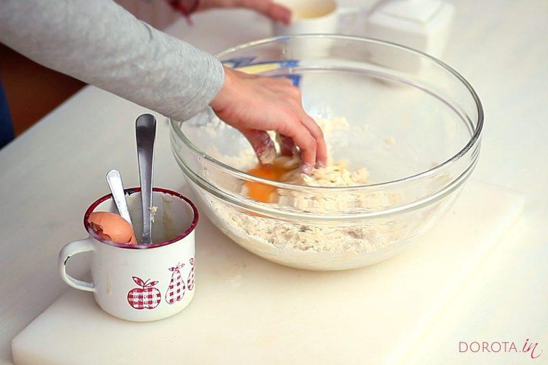 Ciasto półfrancuskie drożdżowe - przepis - krok 3