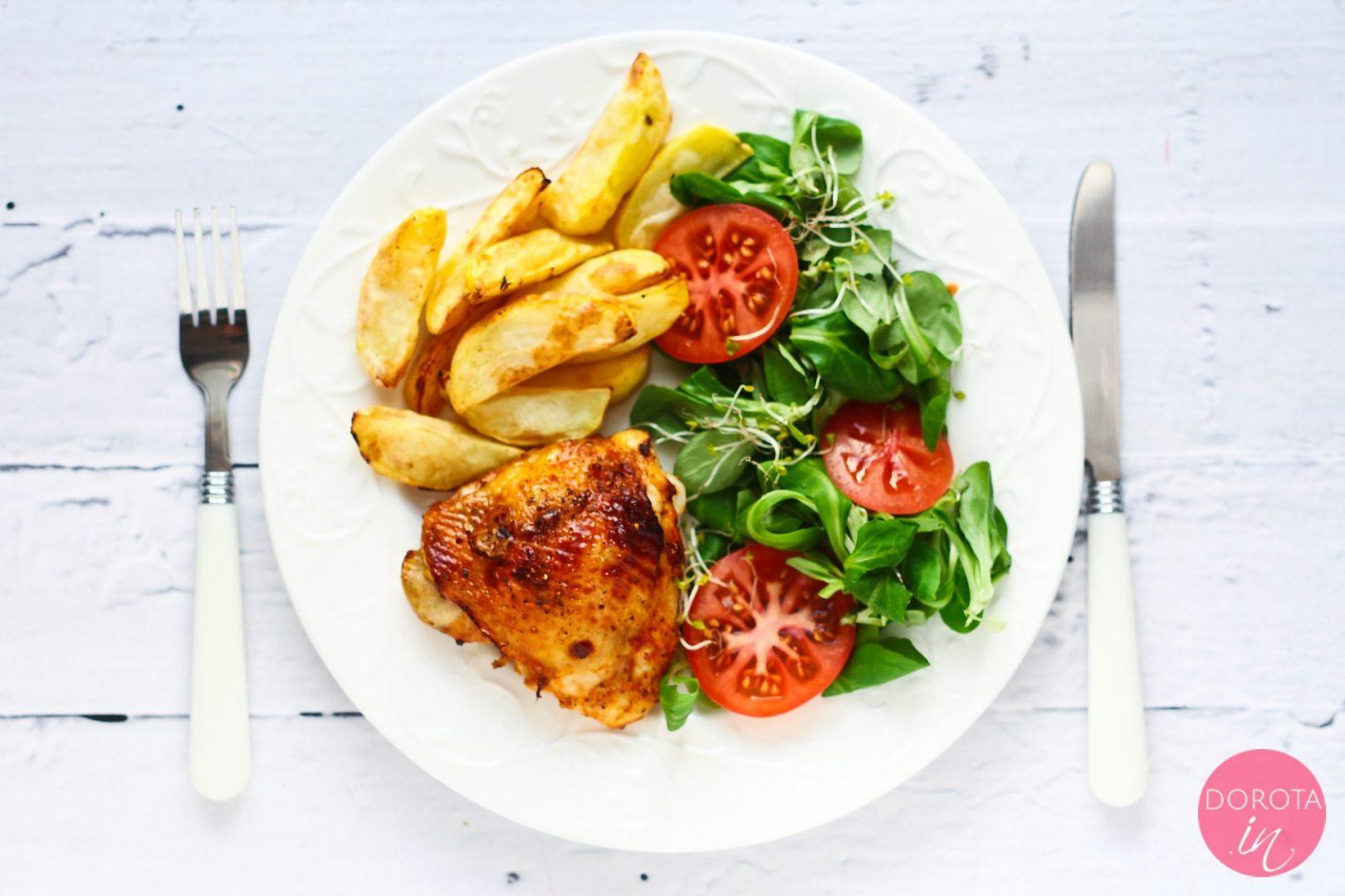Udko kurczaka z przypieczoną skórką i smażone ziemniaki