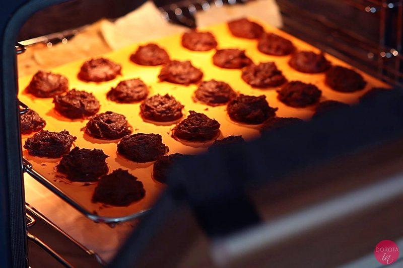 Ciasteczka czekoladowe - przepis - krok 6