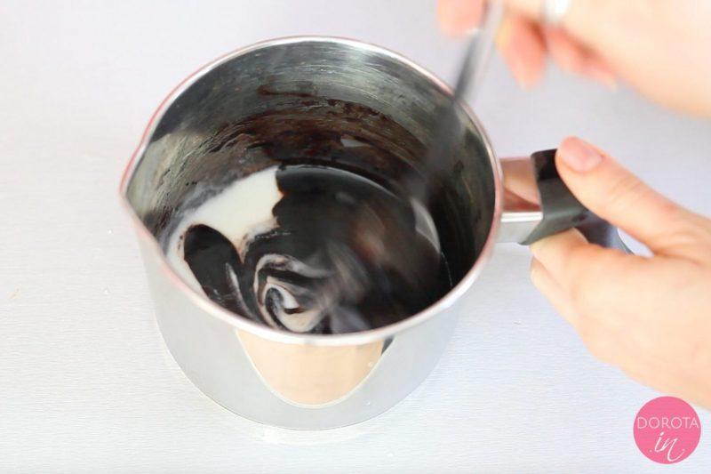 Polewa czekoladowa - przepis - krok 4