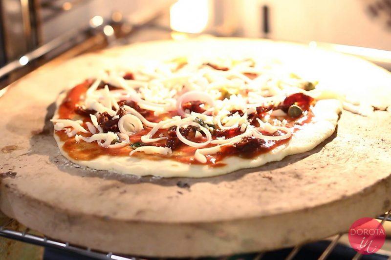 Ciasto na pizzę bezglutenowe - pieczenie