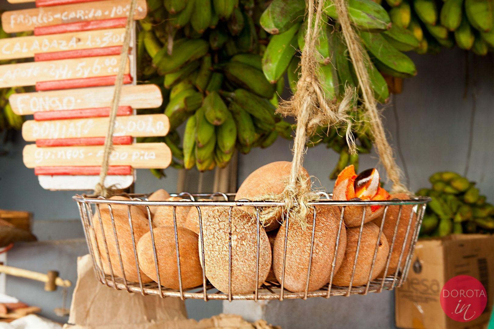 Mamey zapote na targu w Hawanie