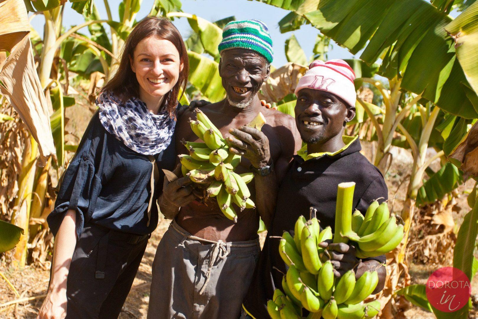 Zaprzyjaźnieni miejscowi czyli postanowiliśmy kupić banany w Gambii :)