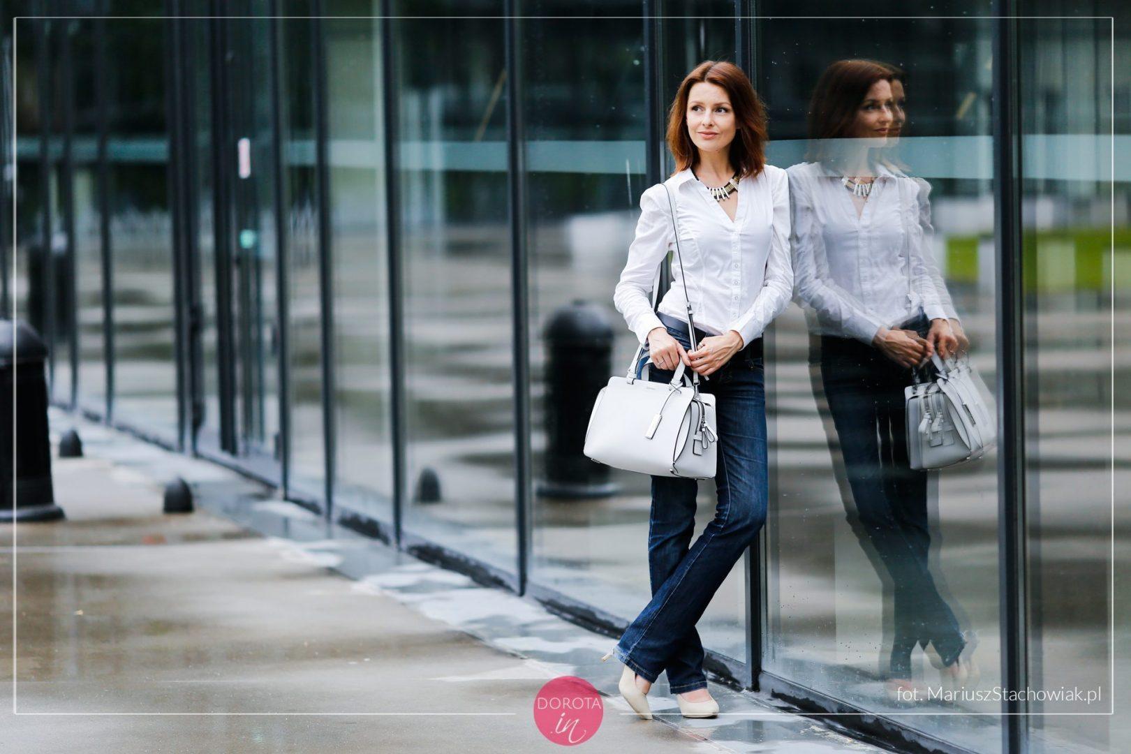 c6f0f4c0fed7a Biała koszula i granatowe dżinsy - bezpieczny zestaw | Dorota Kamińska
