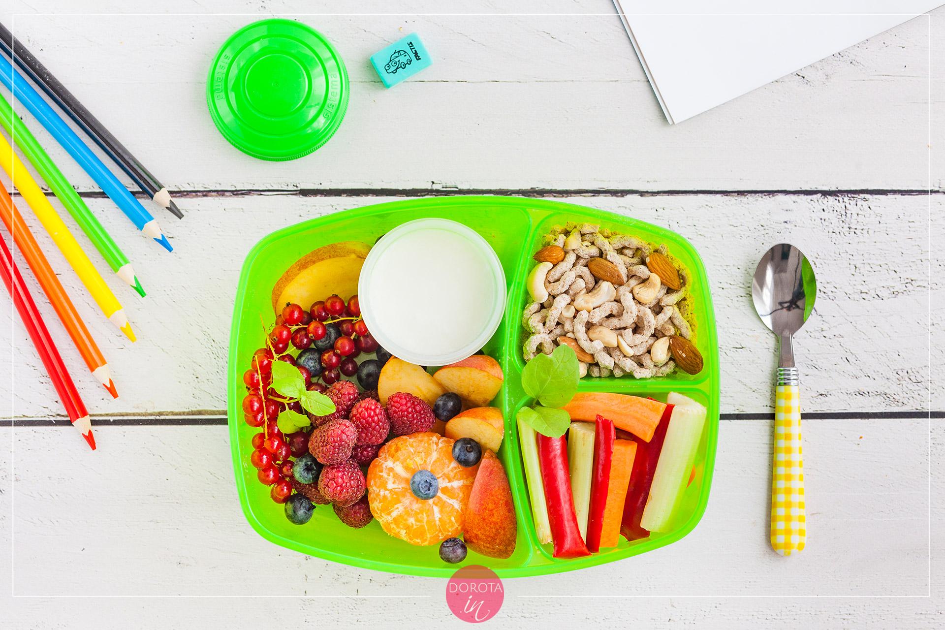 Płatki z jogurtem i owocami