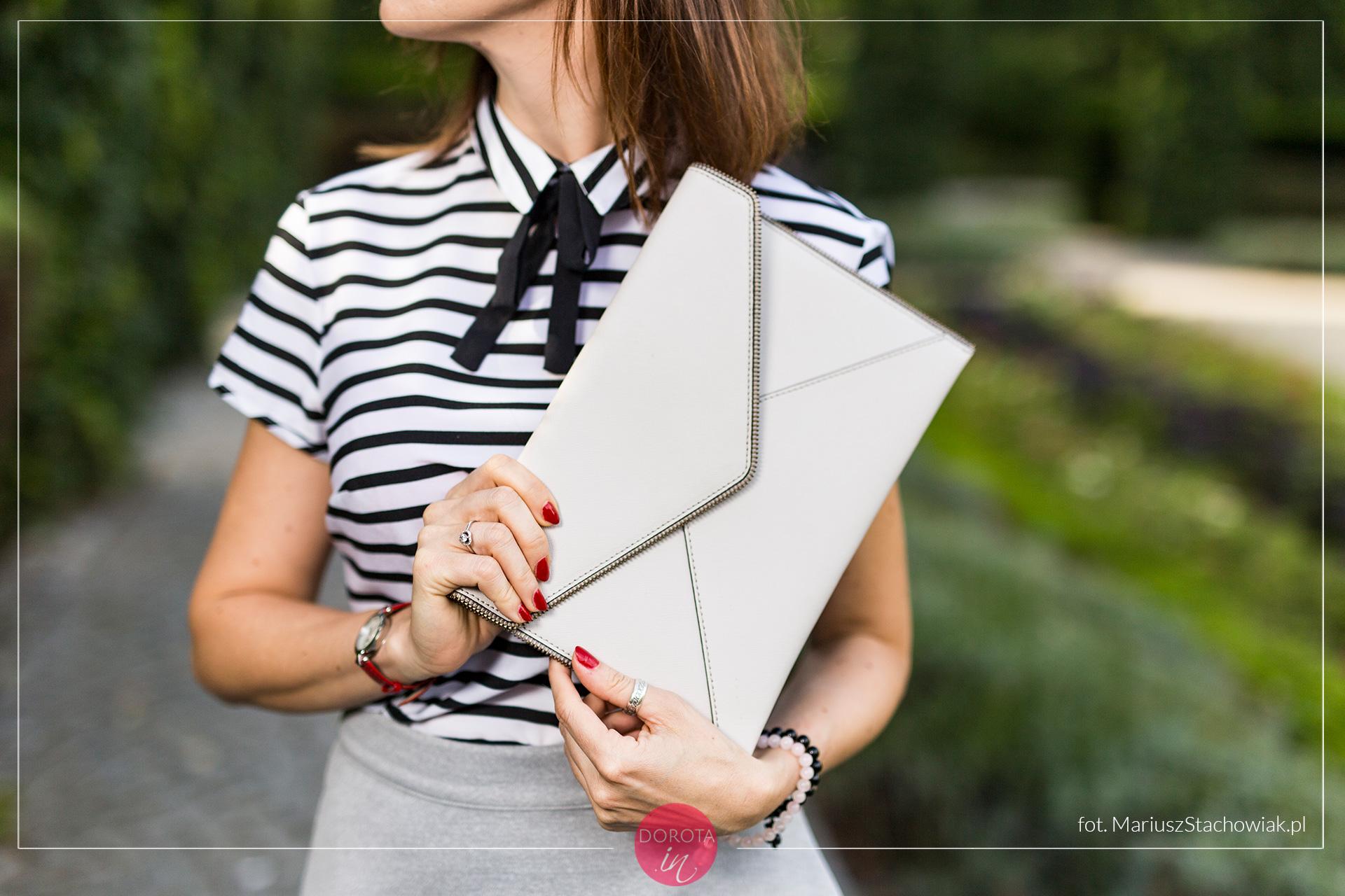 Biała torebka kopertówka