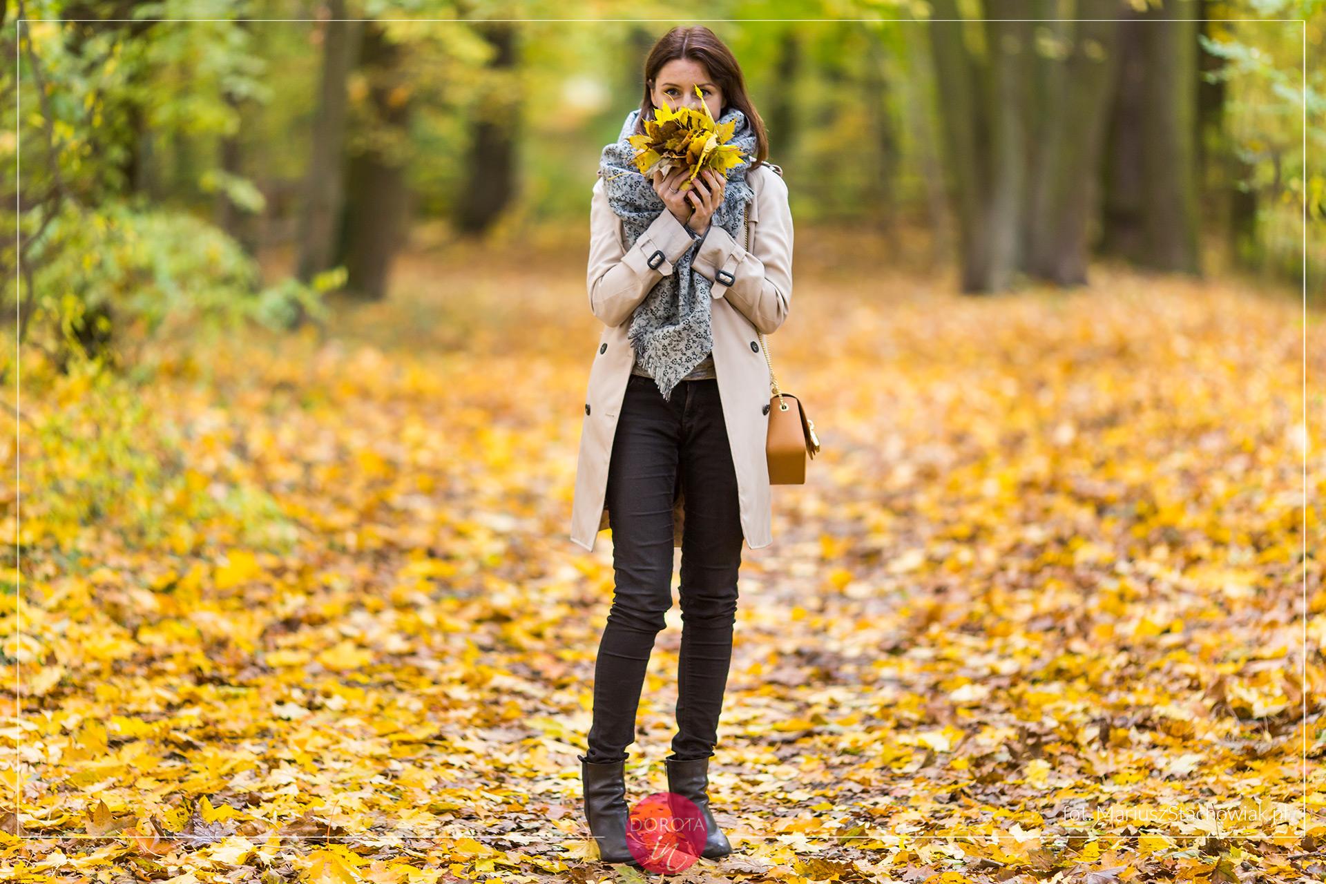 Jesienna stylizacja - beżowy trencz