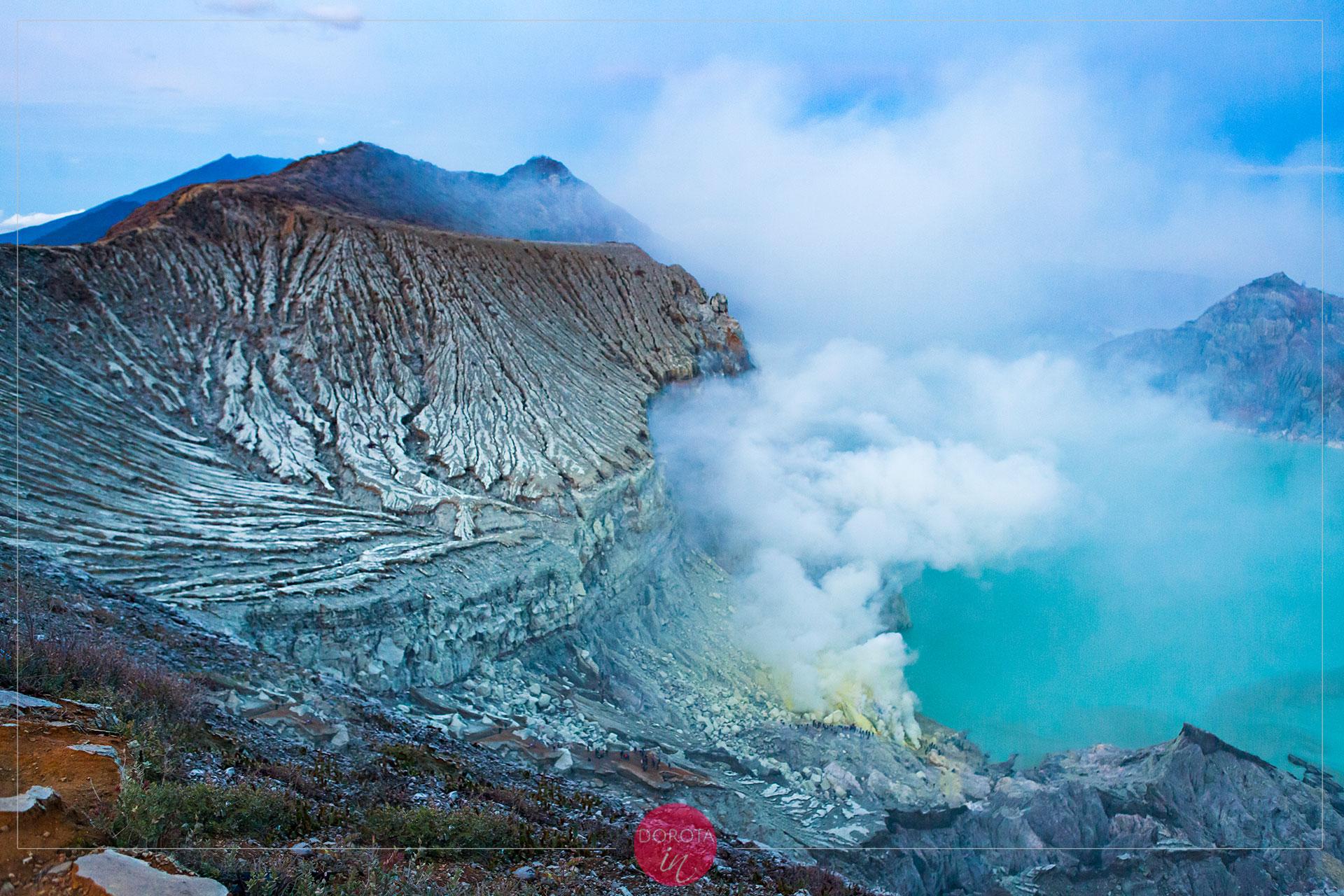 Siarkowy dym z krateru zaraz wszystko zasłoni