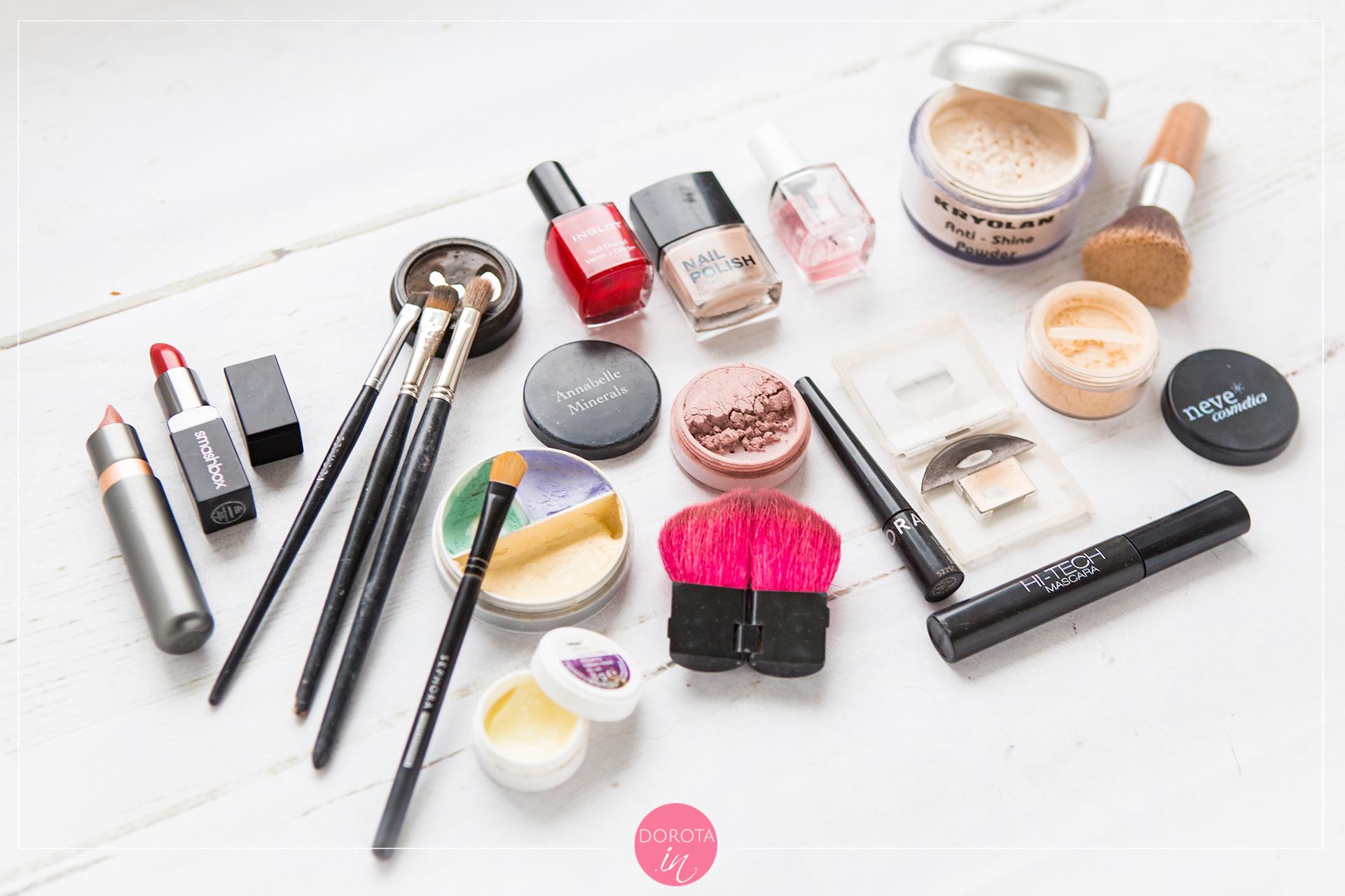Kosmetyczka minimalna - makijaż