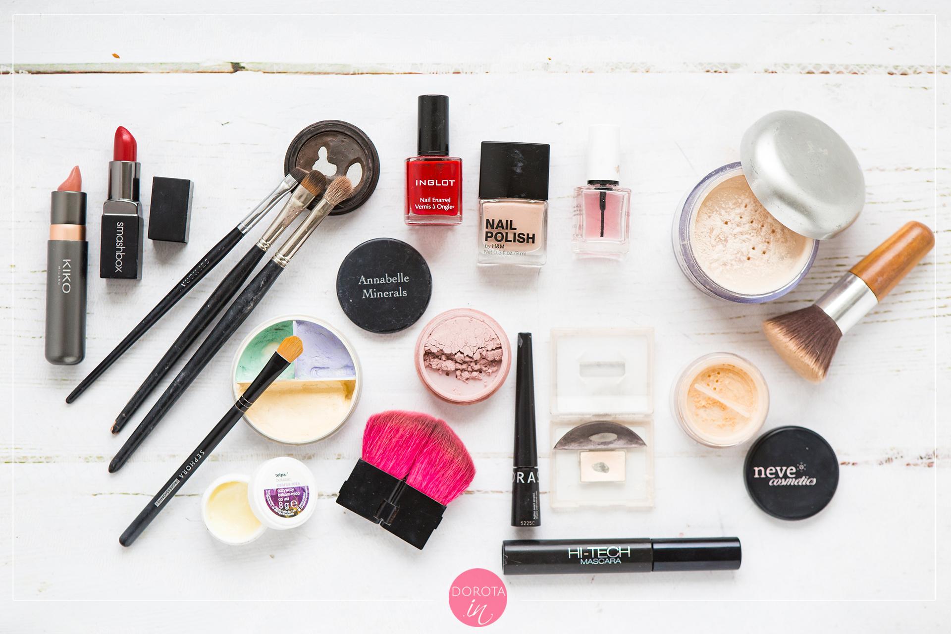 Kosmetyki minimalistki - zestaw do makijażu
