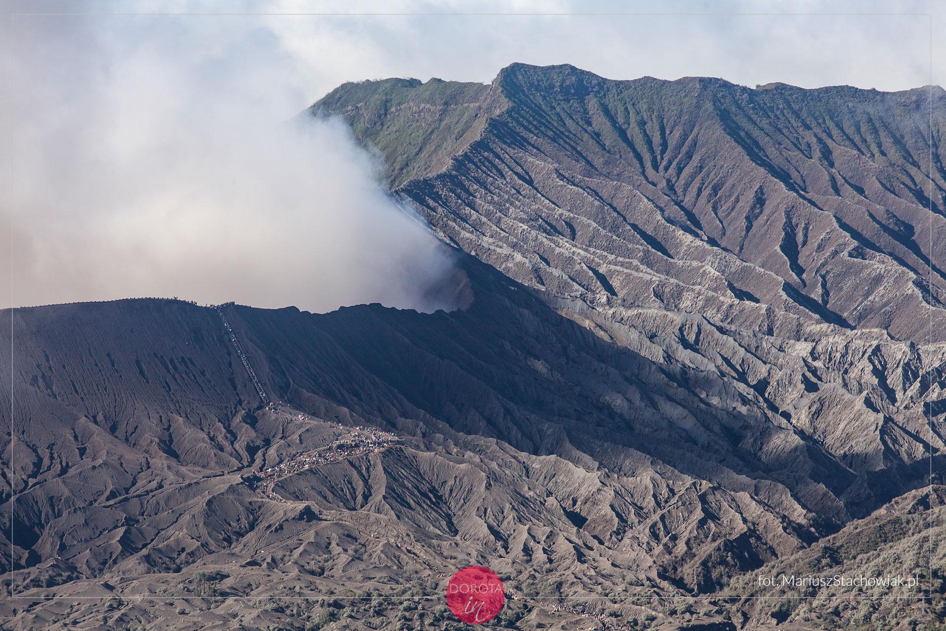 Kolejka do krateru