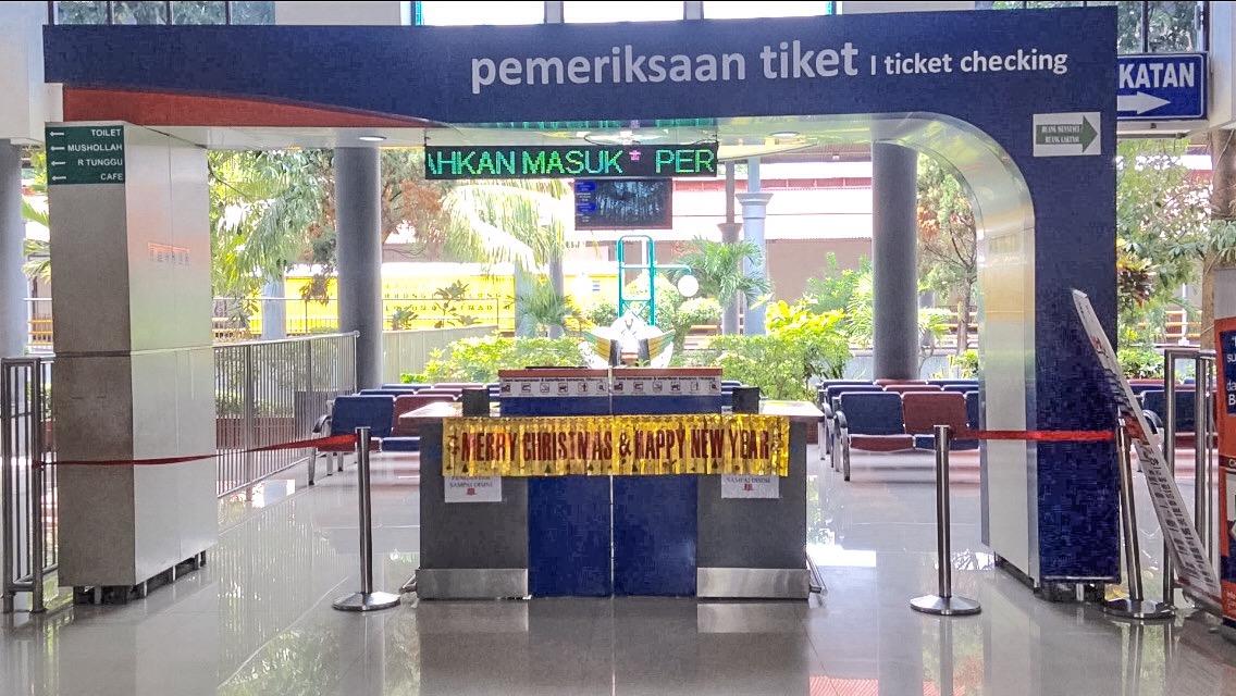 Kontrola na dworcu Surabaya Gubeng