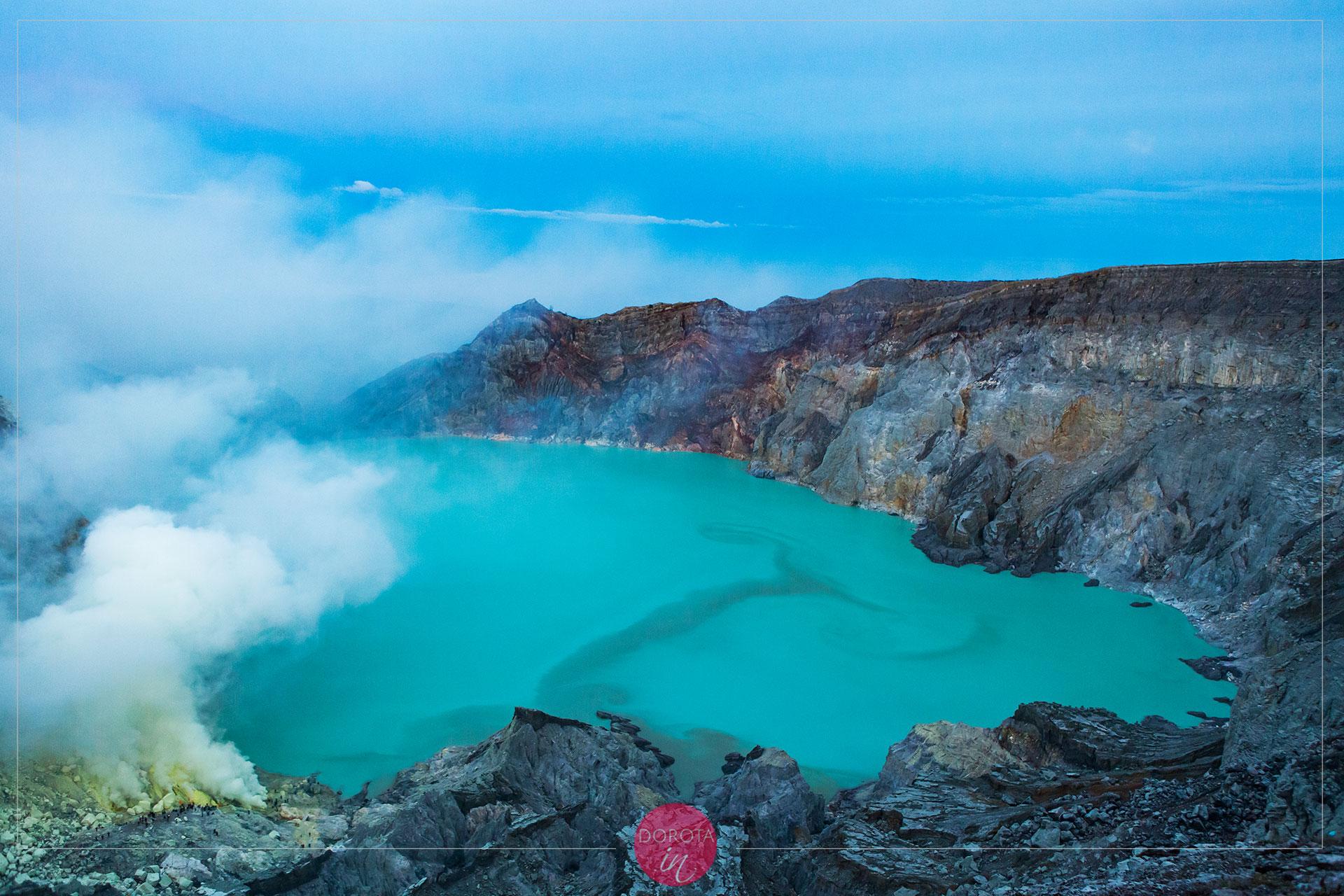 Jezioro wypełniające krater Ijen