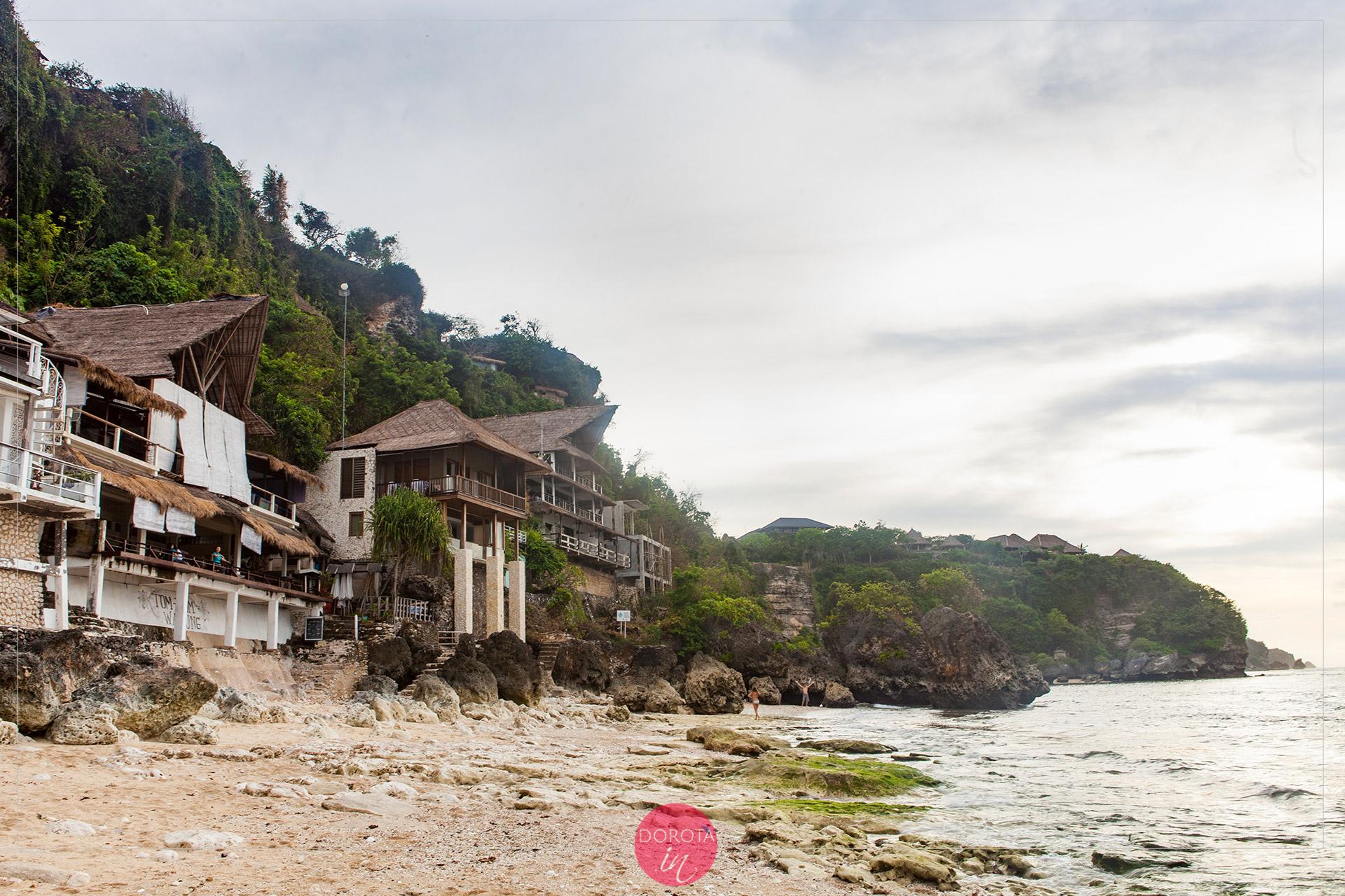 Bingin Beach - skalista plaża