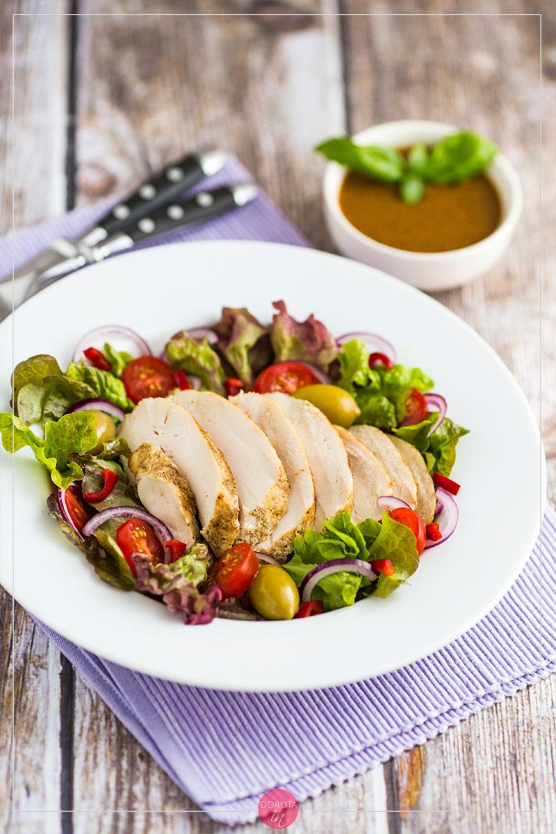 Sałatka z kurczaka z oliwkami