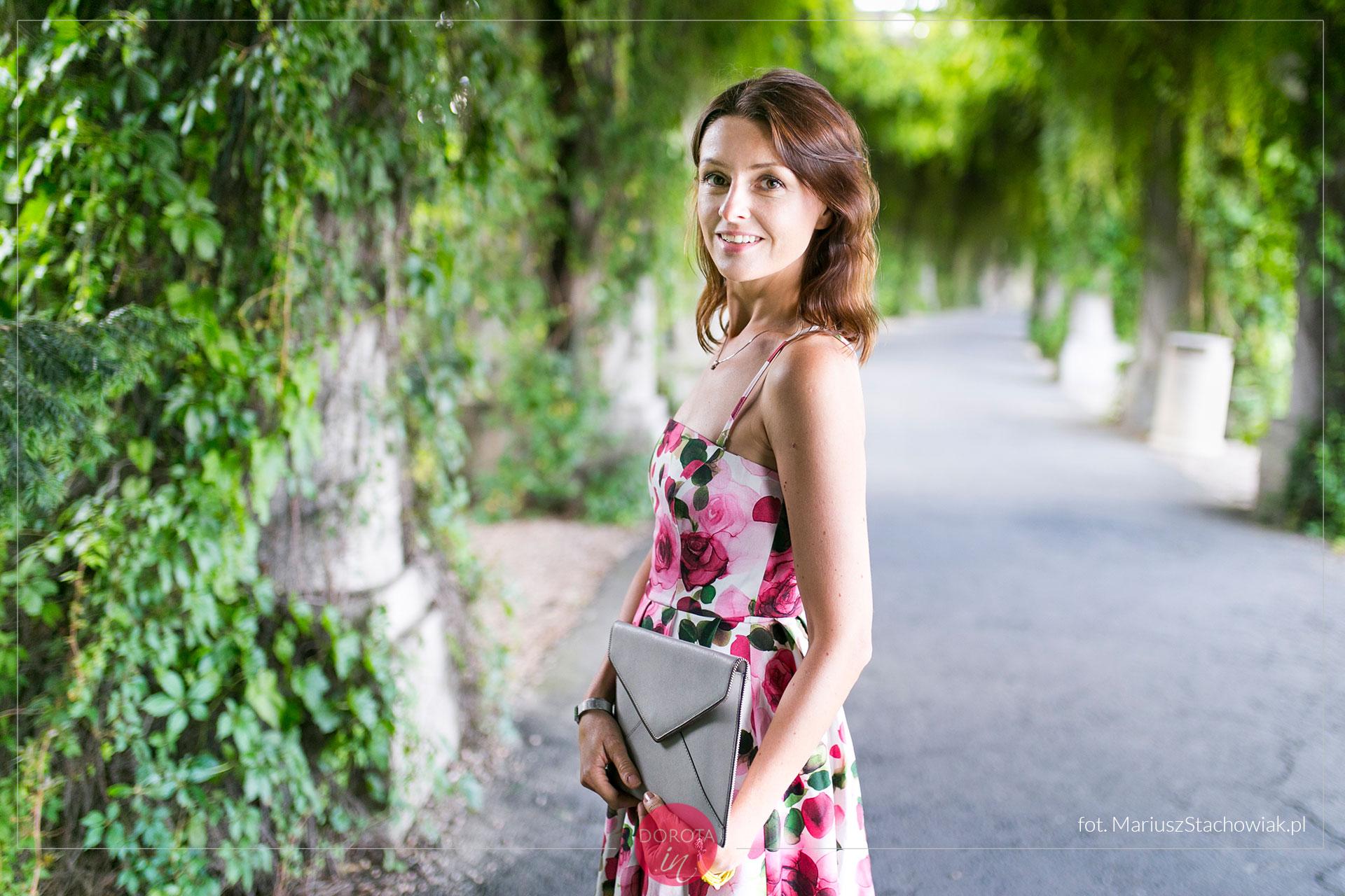 Sukienka w róże - stylizacja